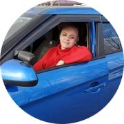 Анна — частный инструктор по вождению