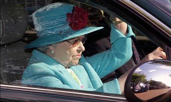 Британская королева ищет водителя через интернет