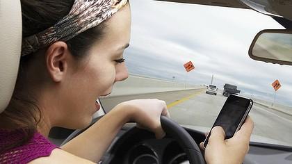 Штрафы за разговоры по мобильнику за рулем могут вырасти вдесятеро