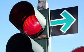 Российские водители смогут поворачивать на красный свет